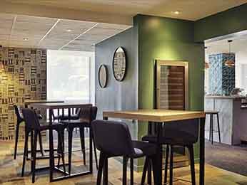 restaurante caf 233 e bar no hotel hotel mercure porte d orl 233 ans em montrouge