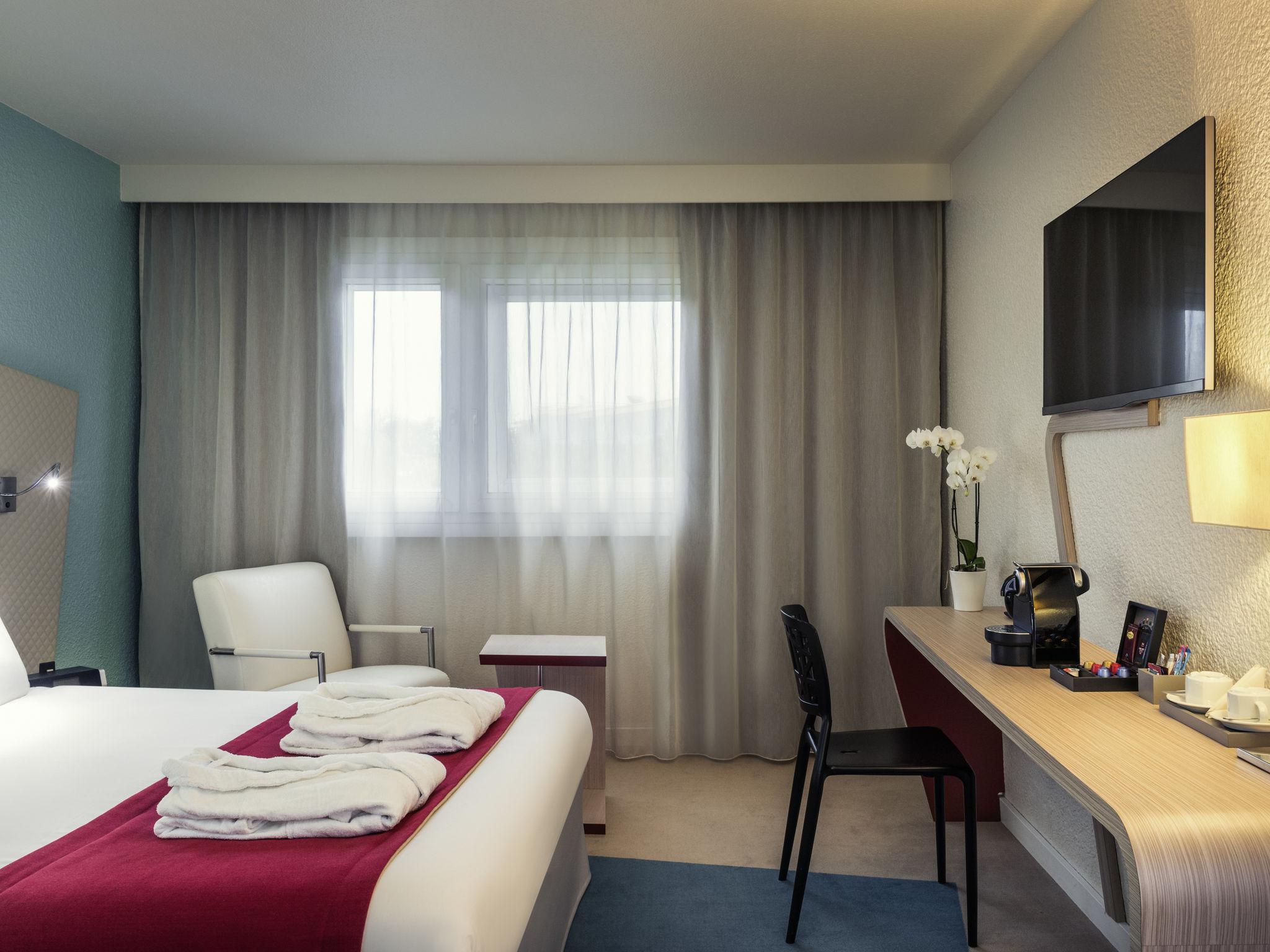 Отель — Hôtel Mercure Paris Le Bourget