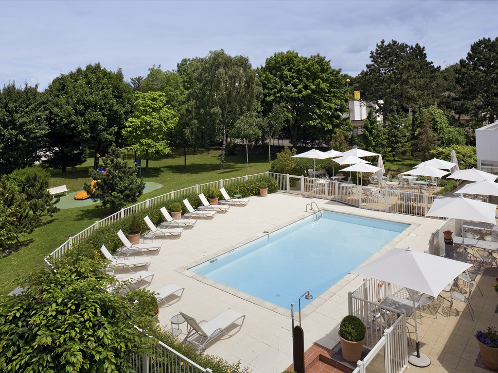 Hotel boves novotel amiens p le jules verne for Pole house piscine
