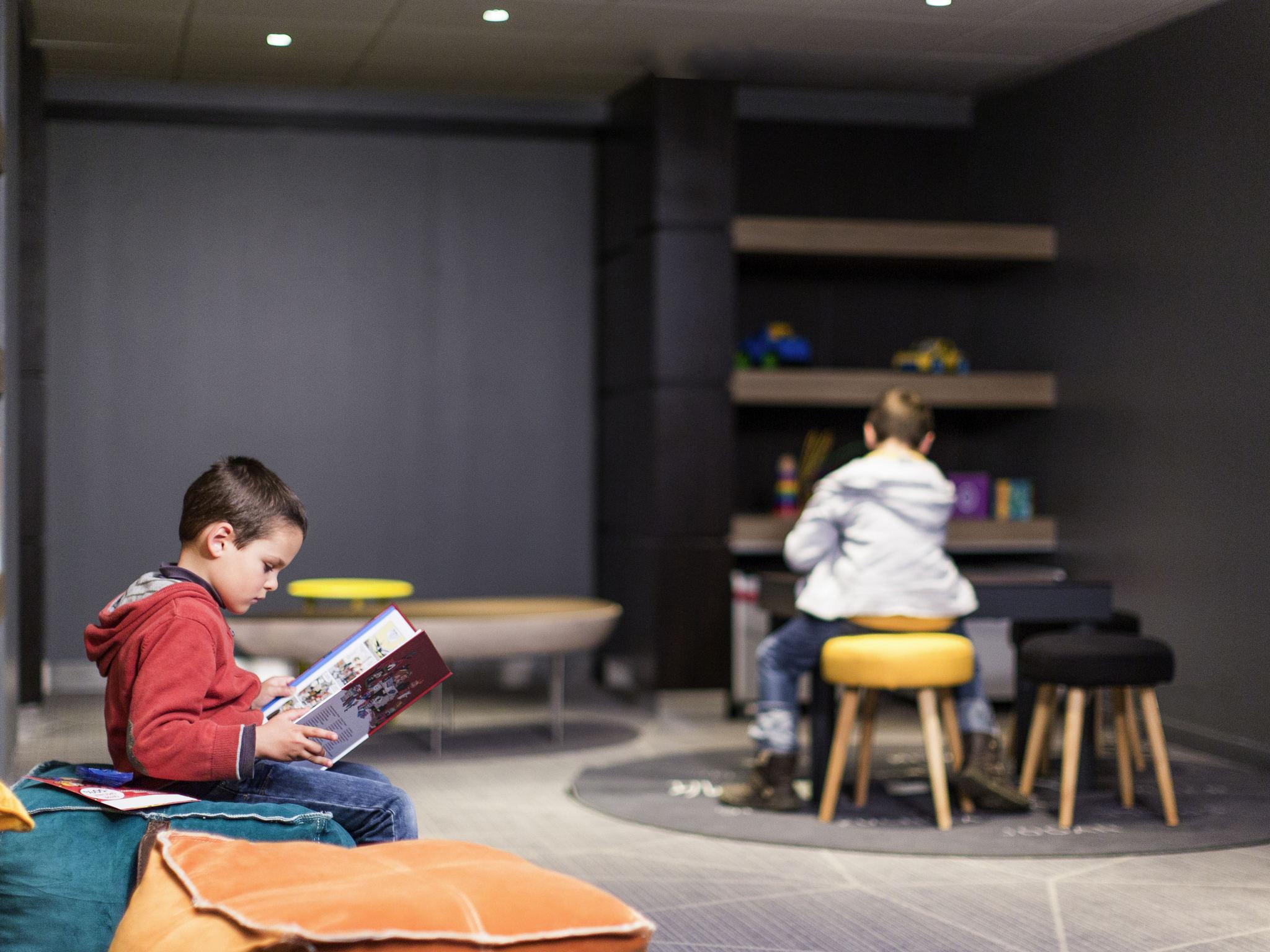 hotel en bordeaux novotel bordeaux lac. Black Bedroom Furniture Sets. Home Design Ideas