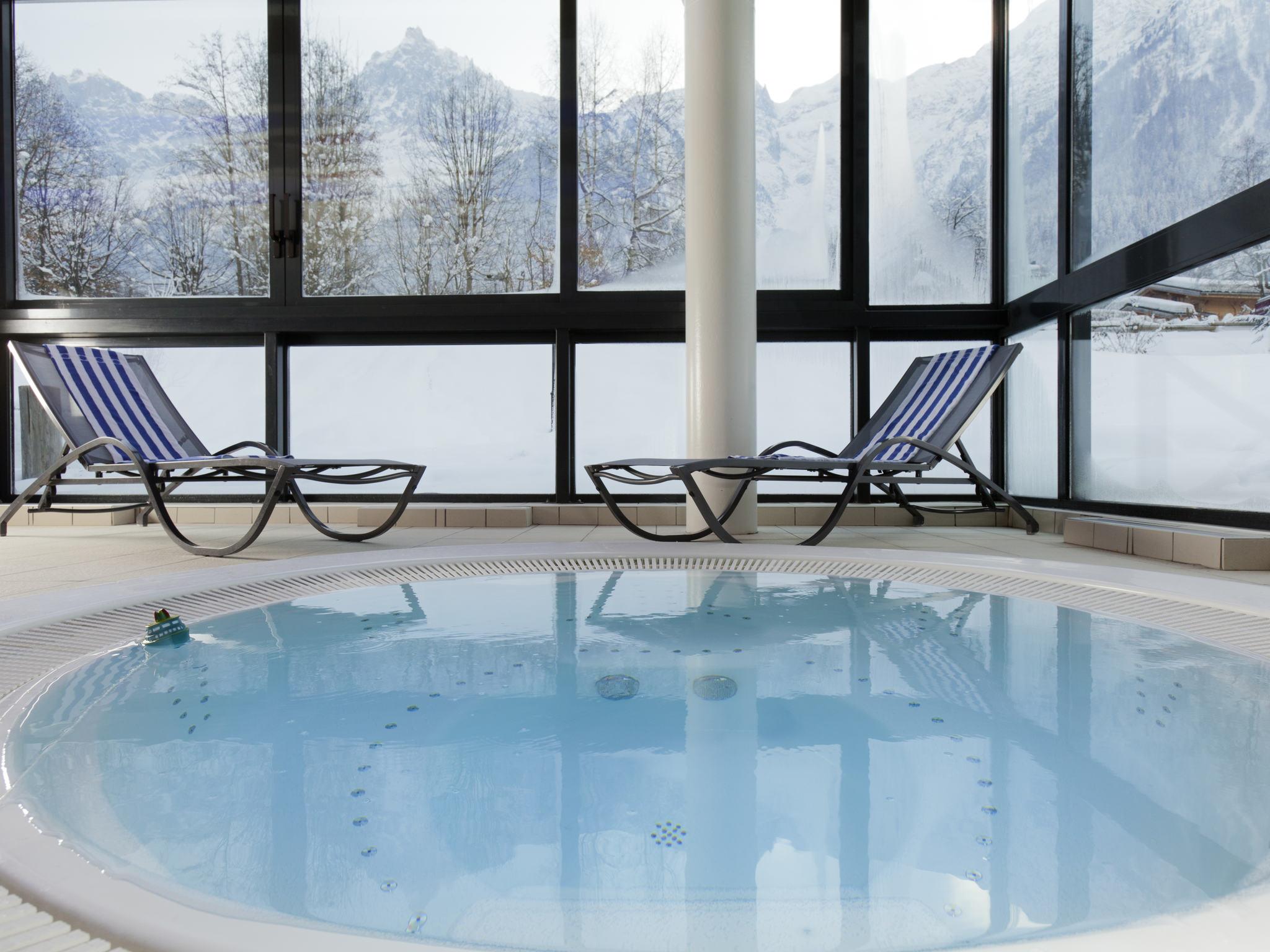 prix d un jacuzzi 4 places simple with prix d un jacuzzi 4 places best jacuzzi places. Black Bedroom Furniture Sets. Home Design Ideas