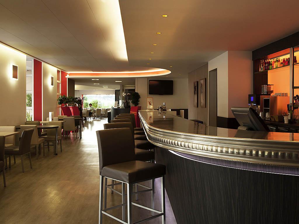 novotel cafe tinqueux restaurants by accorhotels. Black Bedroom Furniture Sets. Home Design Ideas