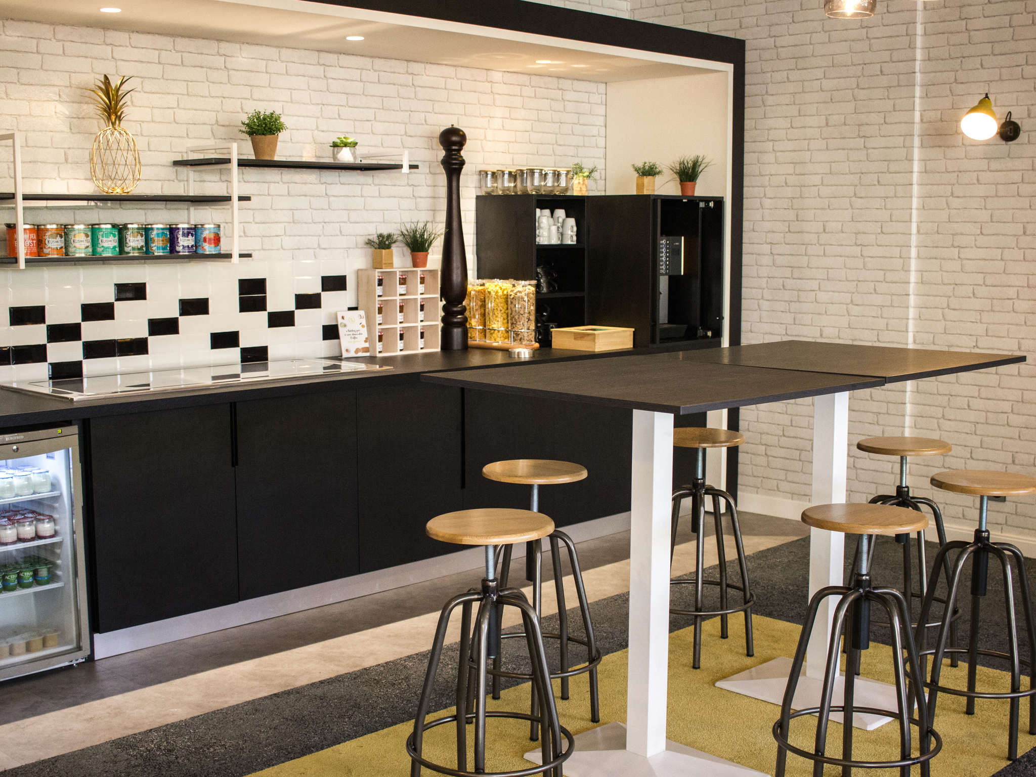 hotel in le mans novotel le mans. Black Bedroom Furniture Sets. Home Design Ideas