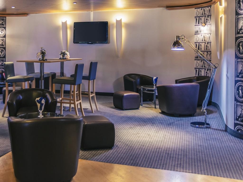 le grand jardin. Black Bedroom Furniture Sets. Home Design Ideas