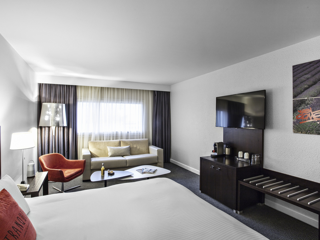 chambres suites pullman marseille provence a roport. Black Bedroom Furniture Sets. Home Design Ideas