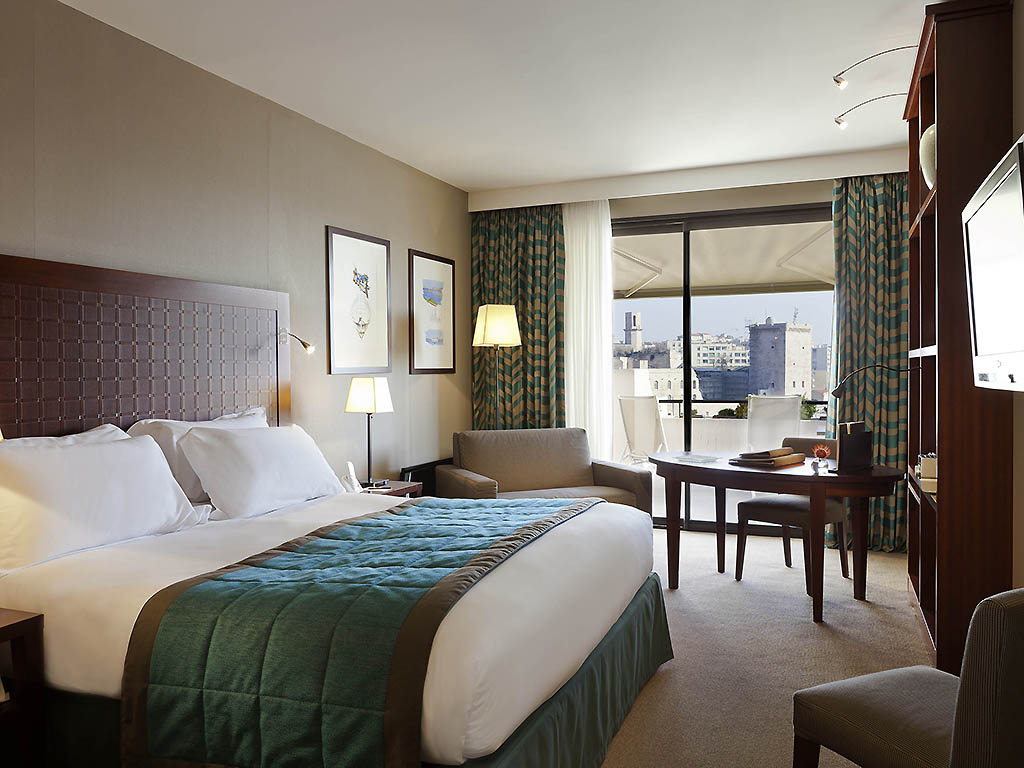hotel de luxe marseille sofitel marseille vieux port. Black Bedroom Furniture Sets. Home Design Ideas