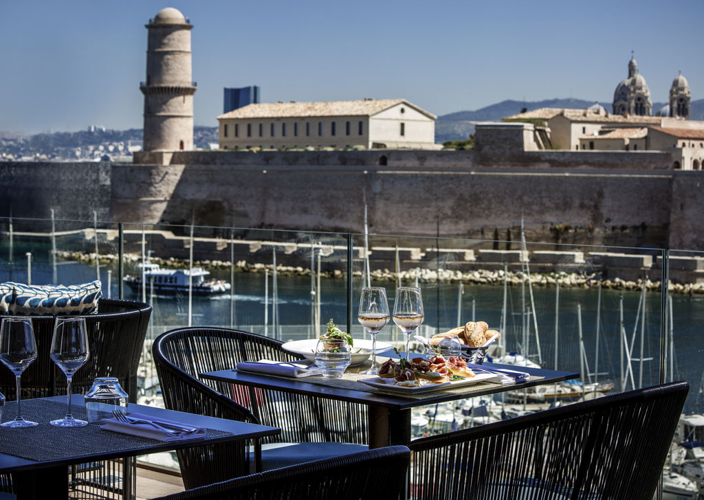 Hotel De Luxe Marseille  Sofitel Marseille Vieux Port. Jinan Taiying International Hotel. The Ring Hotel. HNA Beach & Spa Resort Haikou. Hongqiao Xintiandi Apartments. Coral Hotel. Fletcher  Restaurant Sallandse Heuvelrug. Cleveland B And B. Wanglilong Business Hotel