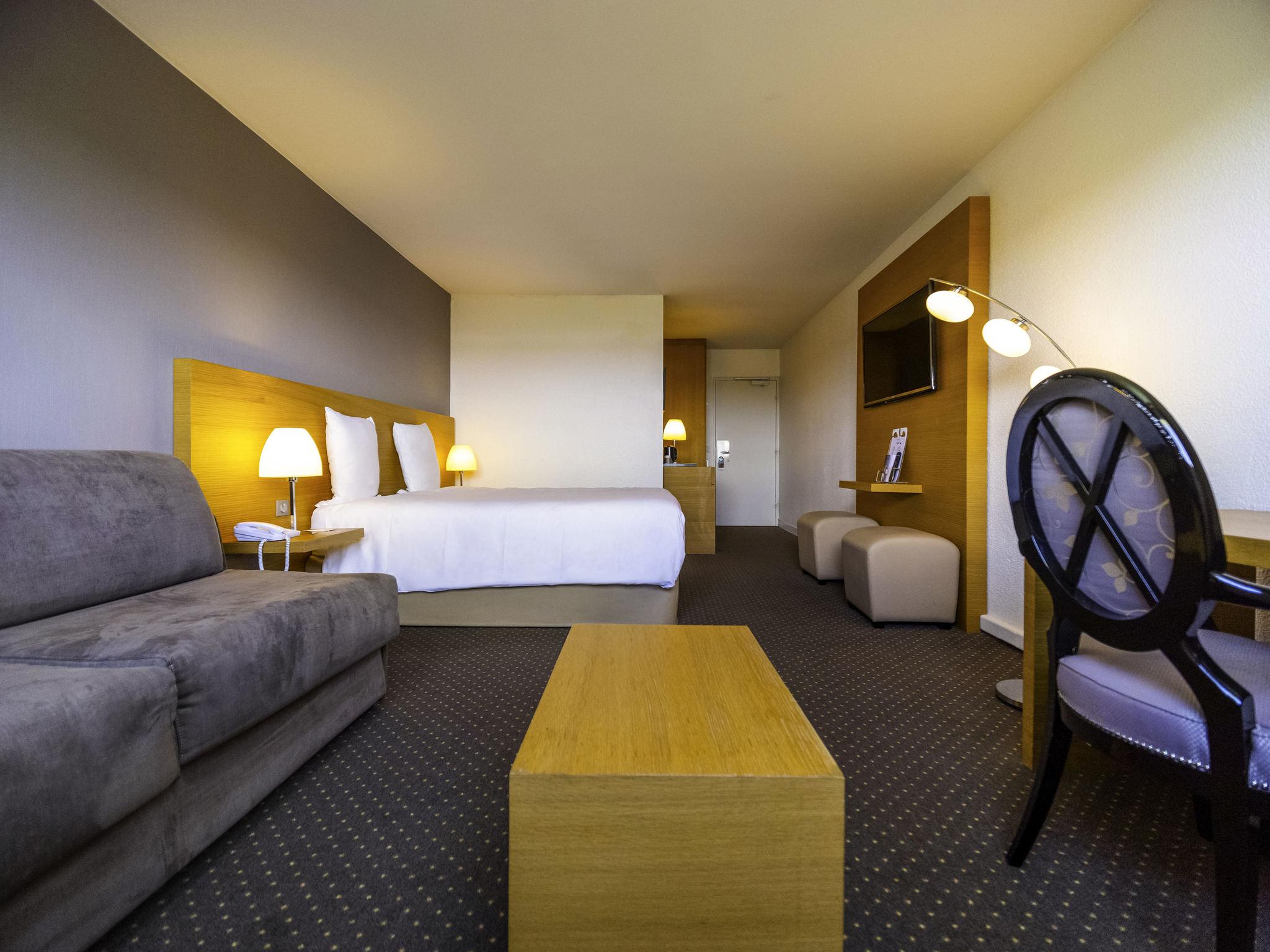hotel in bordeaux hotel mercure bordeaux lac. Black Bedroom Furniture Sets. Home Design Ideas