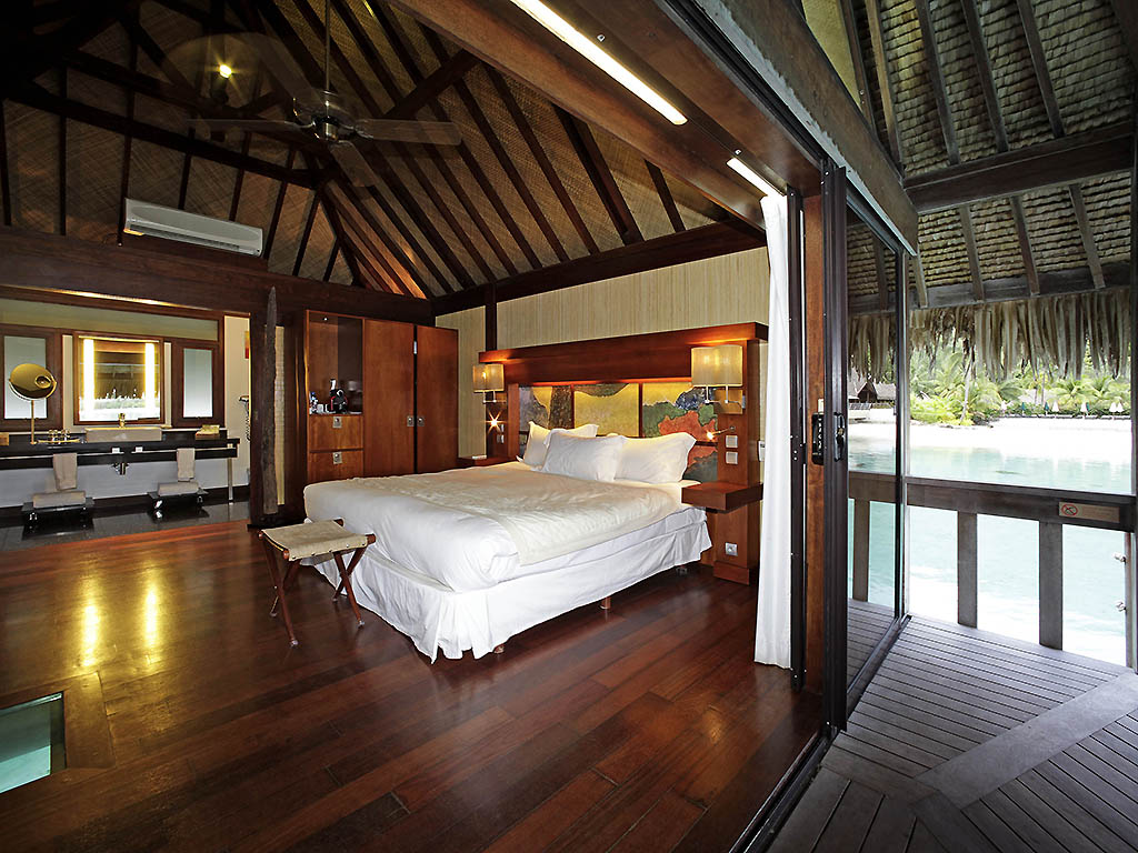 Superior bungalow 1 king size bed overwater