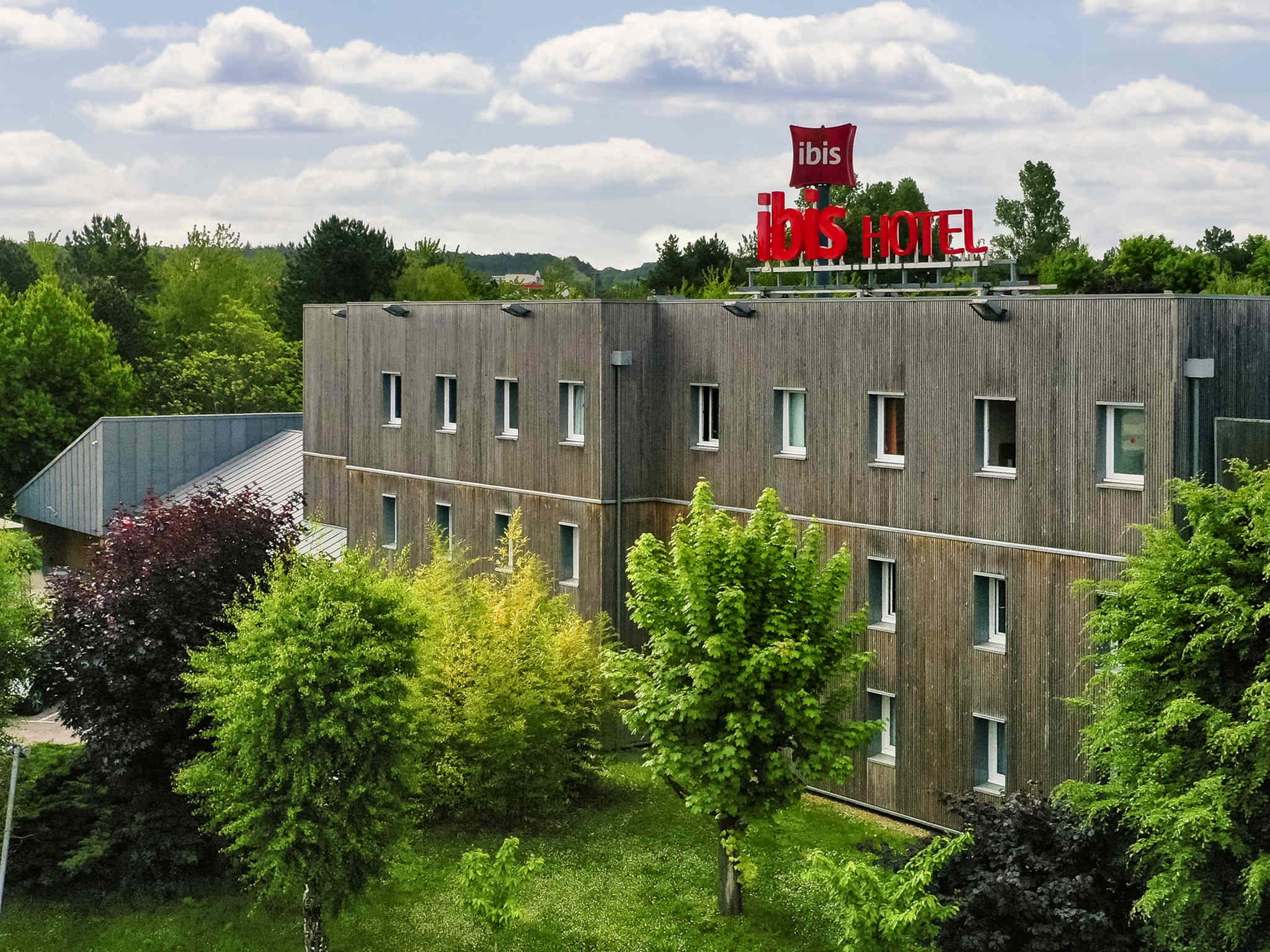 Отель — ibis Nemours