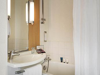 cheap hotel niort ibis niort marais poitevin. Black Bedroom Furniture Sets. Home Design Ideas