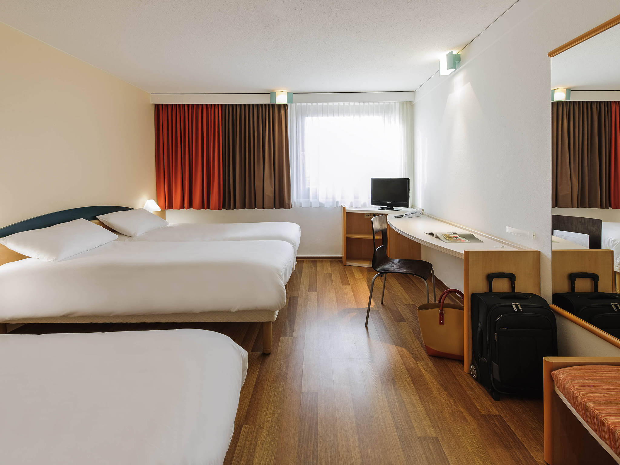 hotell i berlin ibis berlin messe. Black Bedroom Furniture Sets. Home Design Ideas