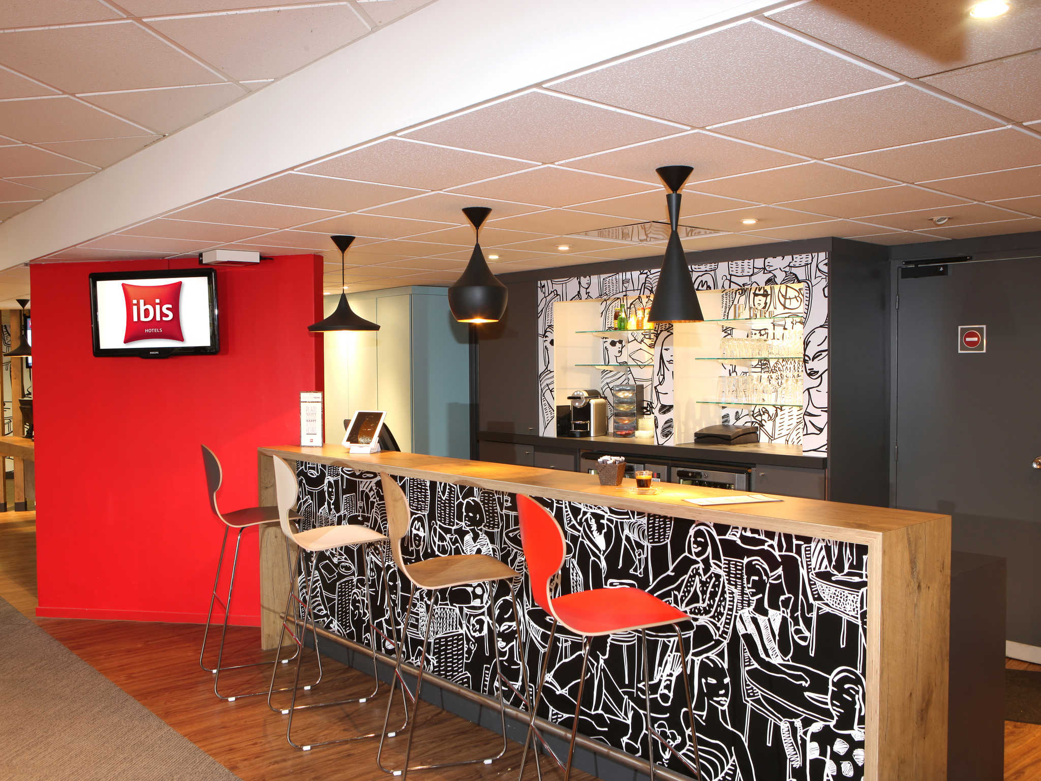 Elegant hotel ibis poitiers sud with auchan poitiers sud for La table parisienne poitiers