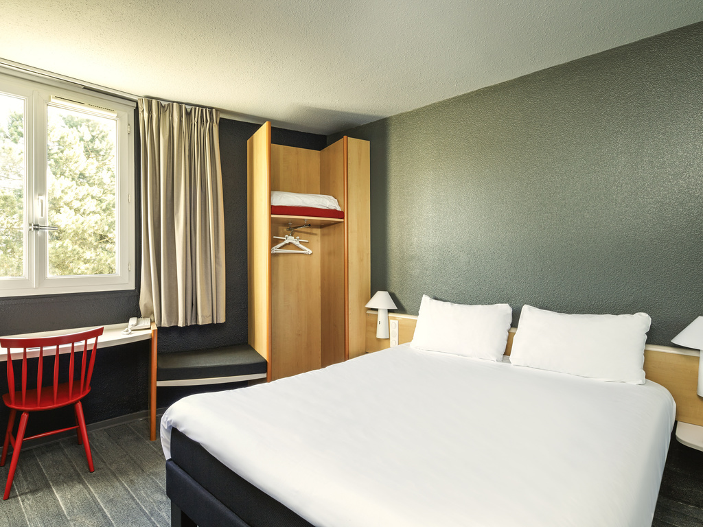 hotel pas cher luce ibis chartres ouest luce. Black Bedroom Furniture Sets. Home Design Ideas