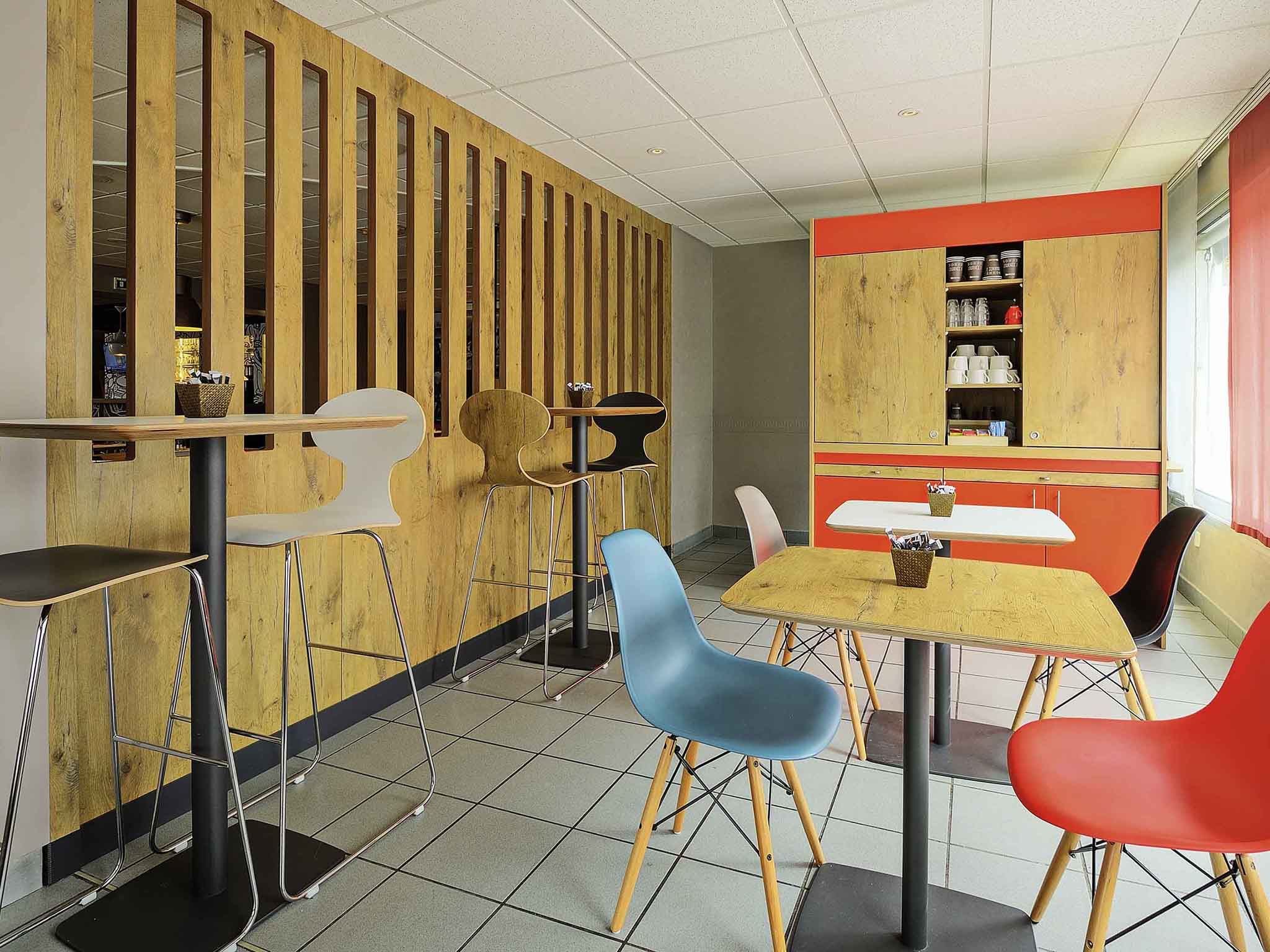 la maison a pizza poitiers gallery of breakfast ibis poitiers beaulieu with la maison a pizza. Black Bedroom Furniture Sets. Home Design Ideas