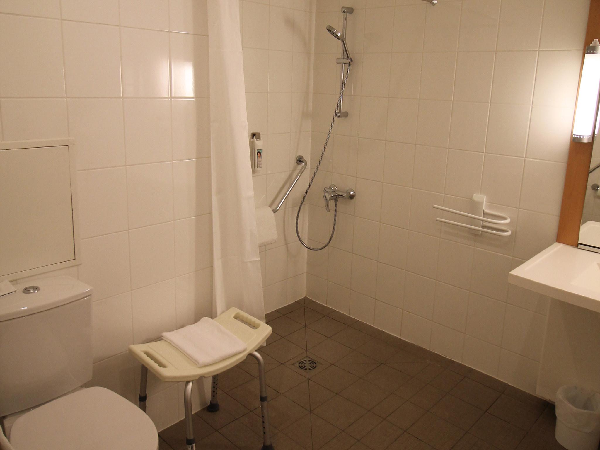 Hotel in PERRIGNY LES DIJON - ibis Dijon Sud