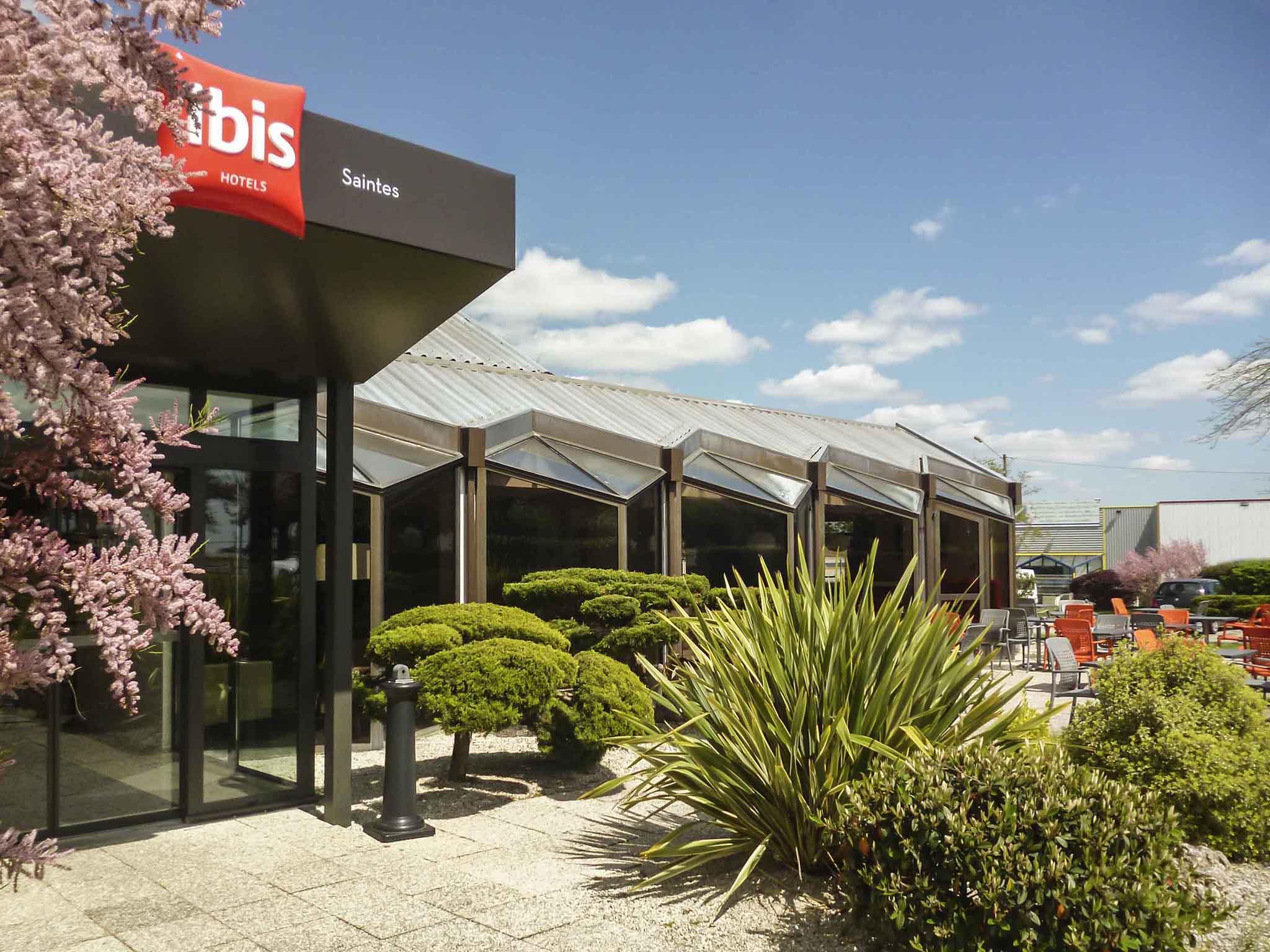 Отель — ibis Saintes