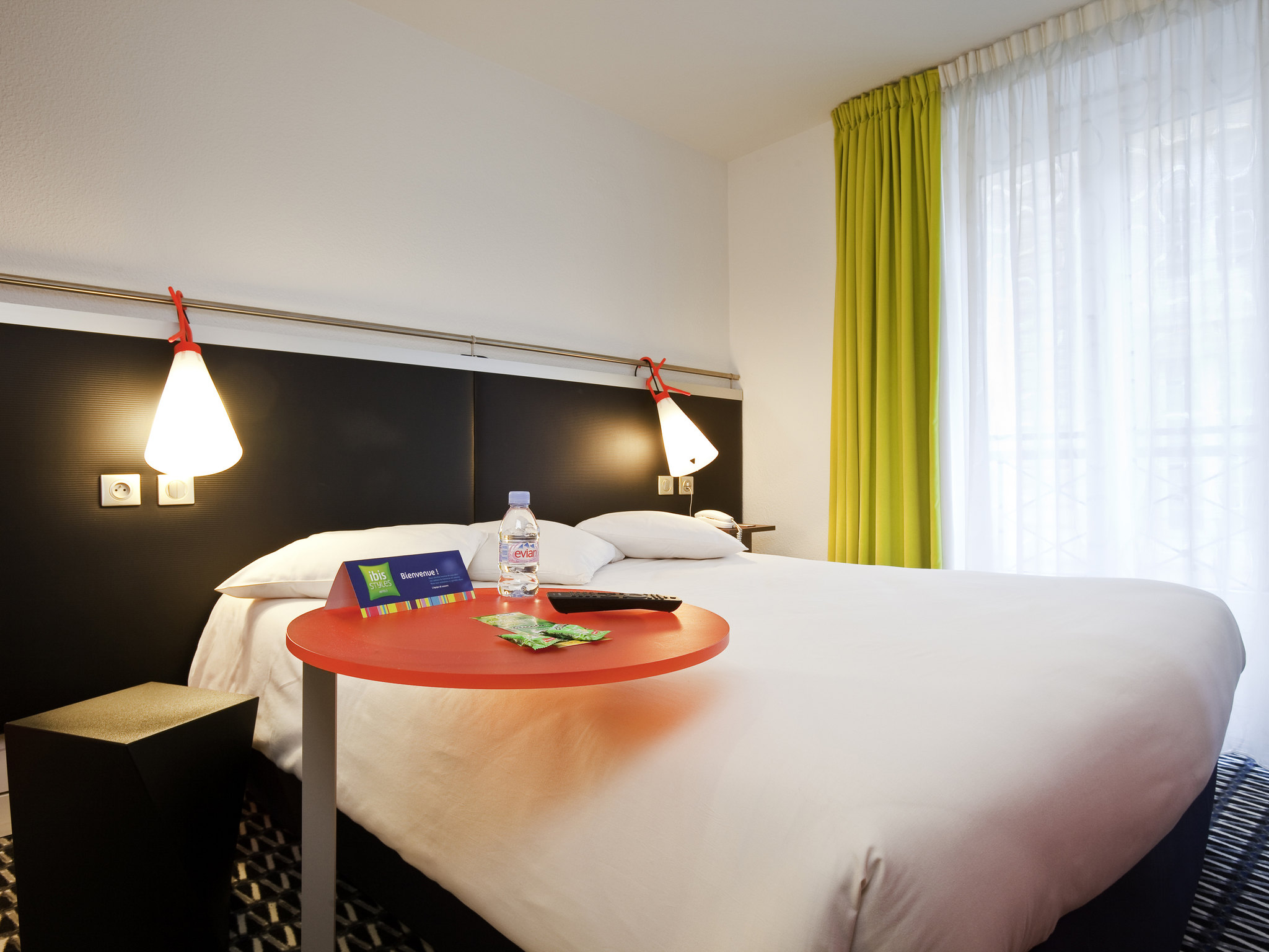 Hotel in paris ibis styles paris r publique le marais for Hotel marais paris