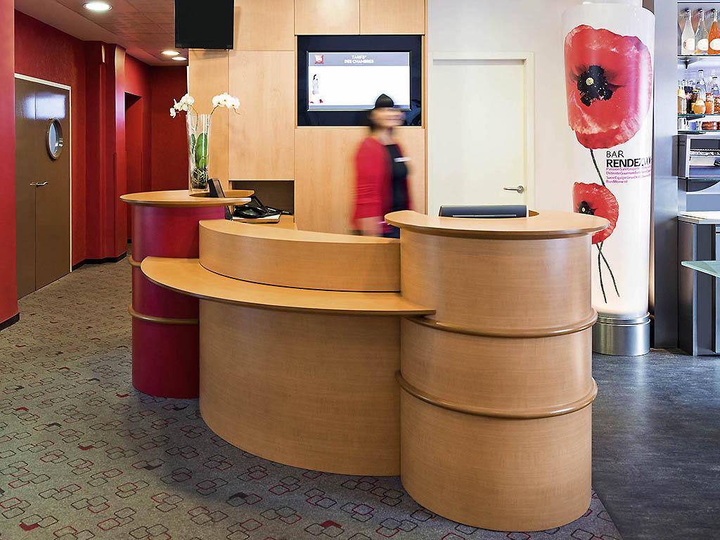montigny l s metz hotels hotel booking in montigny l s metz viamichelin. Black Bedroom Furniture Sets. Home Design Ideas