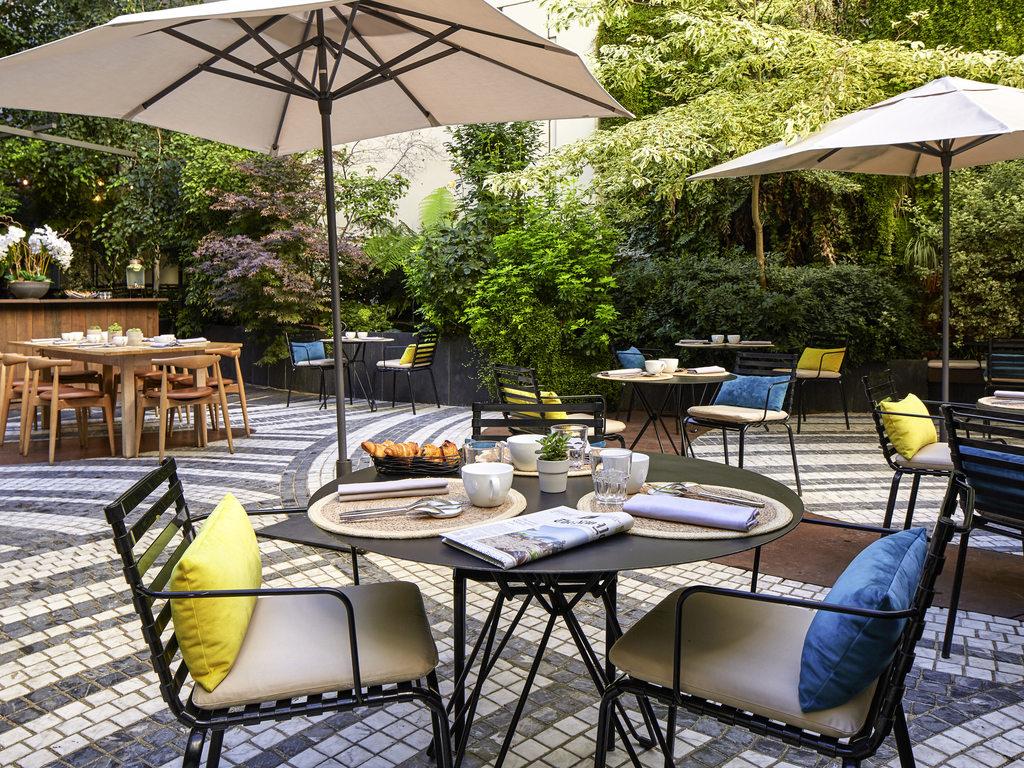 Hotel paris novotel paris les halles for Jardin prive