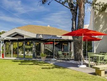Cheap hotel salon de provence ibis salon de provence south for Ibis salon de provence