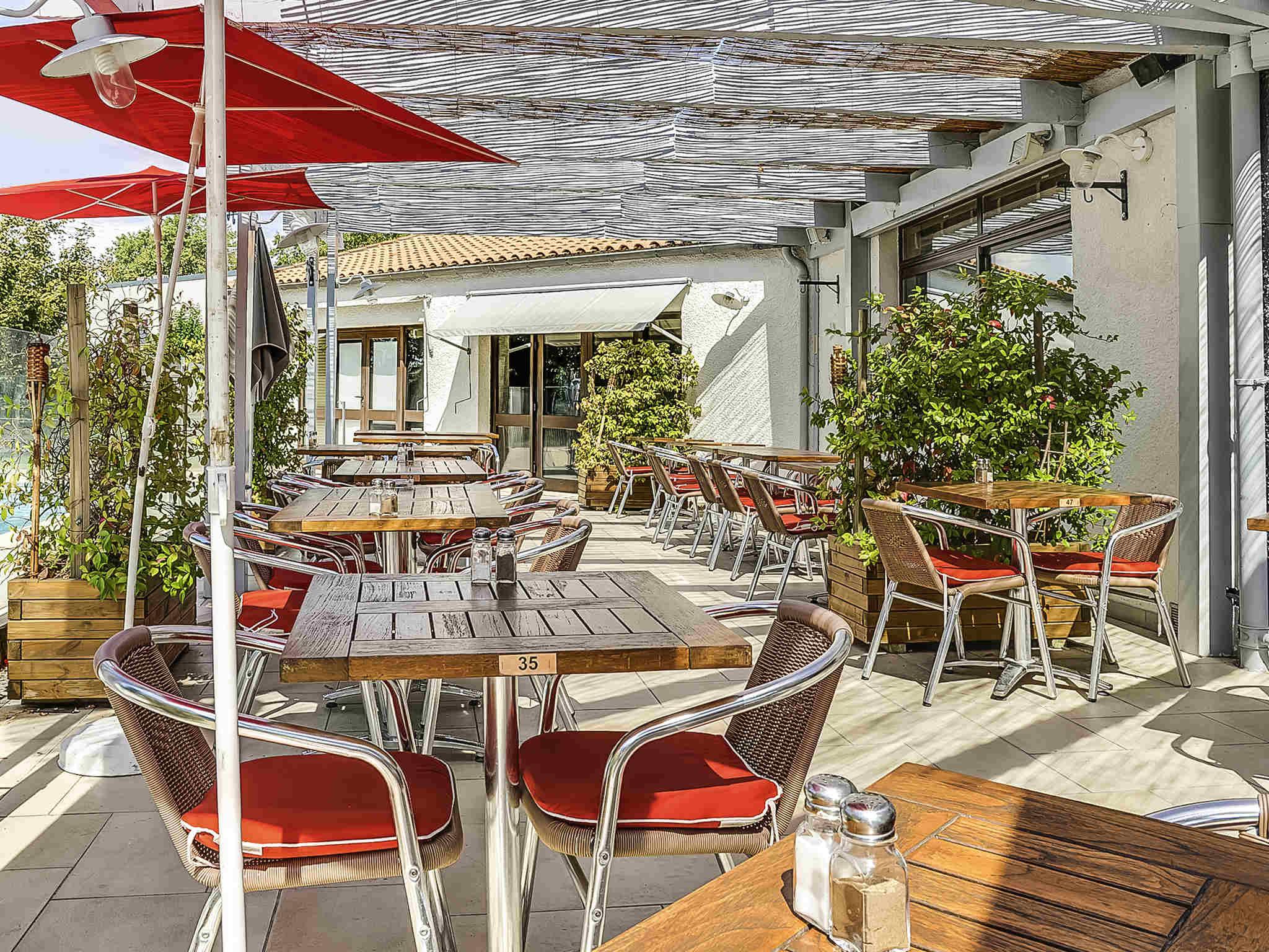 Hotel di ibis salon de provence sud ibis salon de for Ifte sud salon de provence avis
