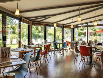 Cheap hotel salon de provence ibis salon de provence south for Ibis hotel salon de provence