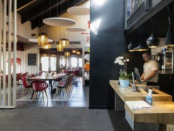hotel in tinqueux ibis reims tinqueux. Black Bedroom Furniture Sets. Home Design Ideas