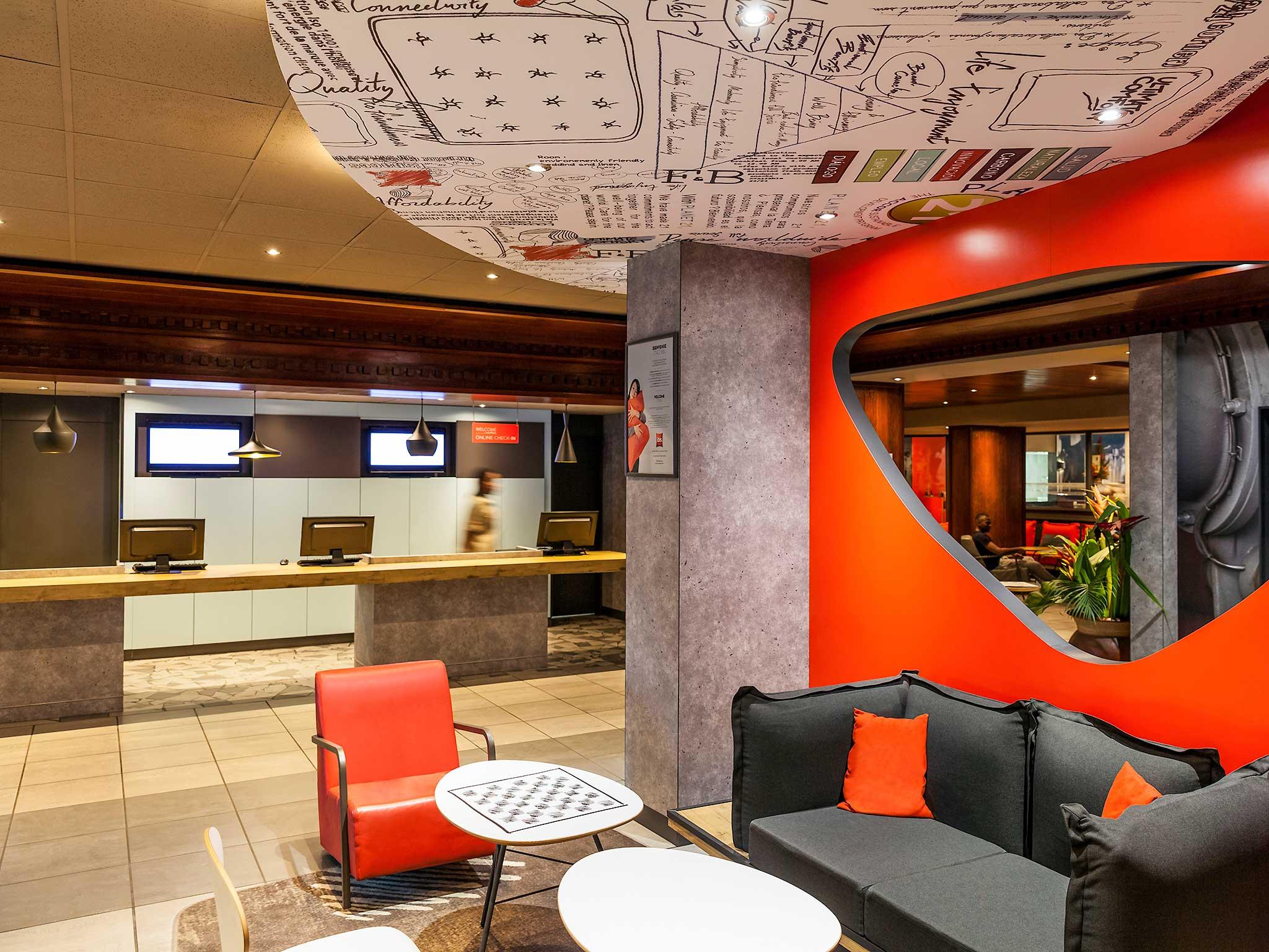 Отель — ibis Douala