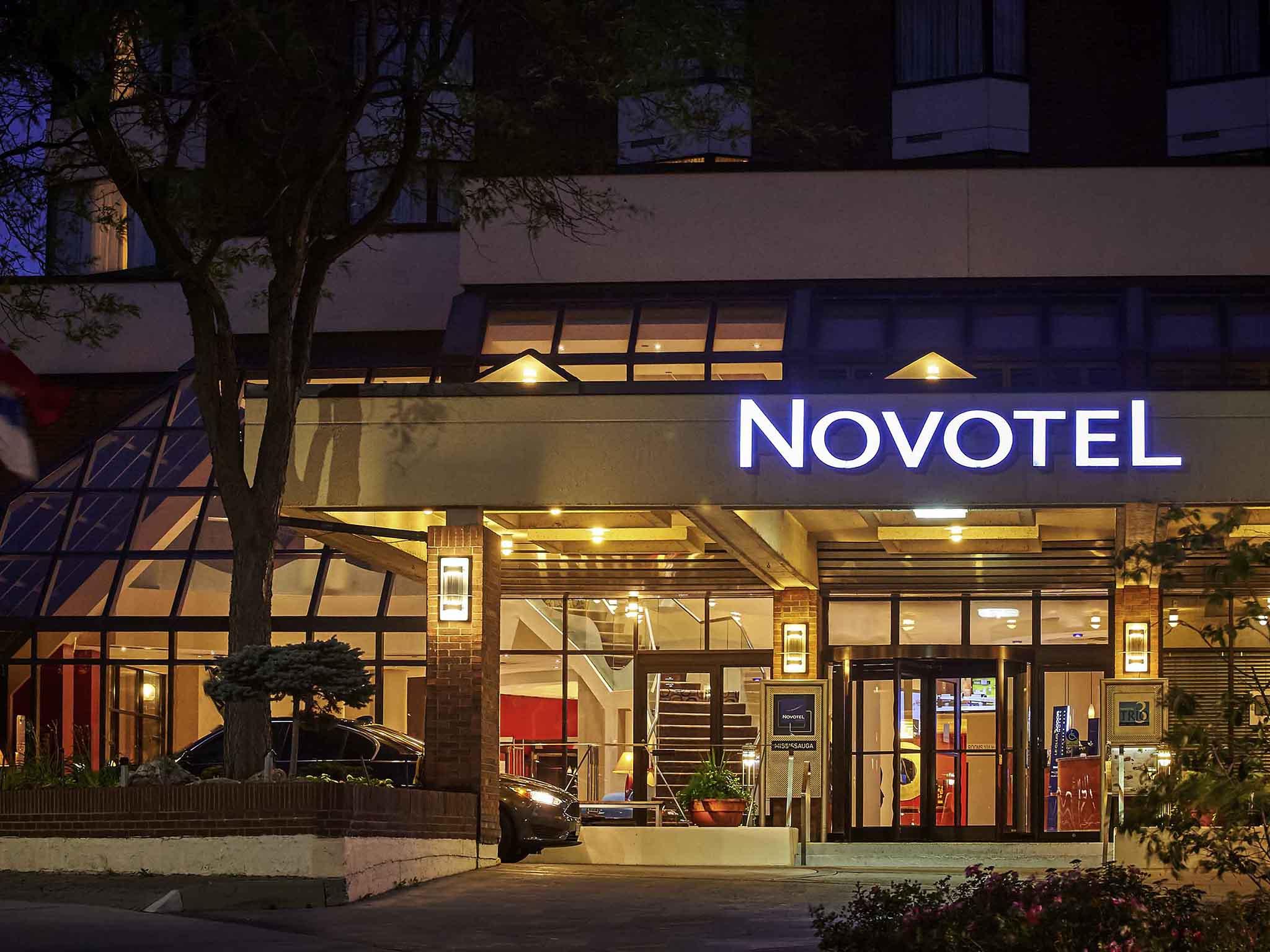Отель — Novotel Торонто Миссиссога Центр