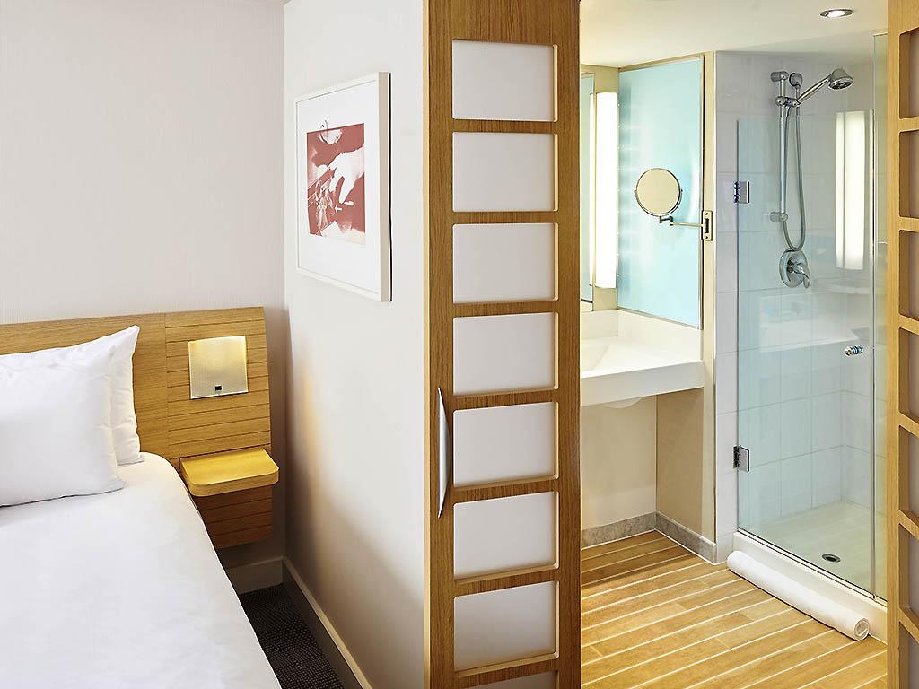 Superior Room Hotel in Mississauga Novotel