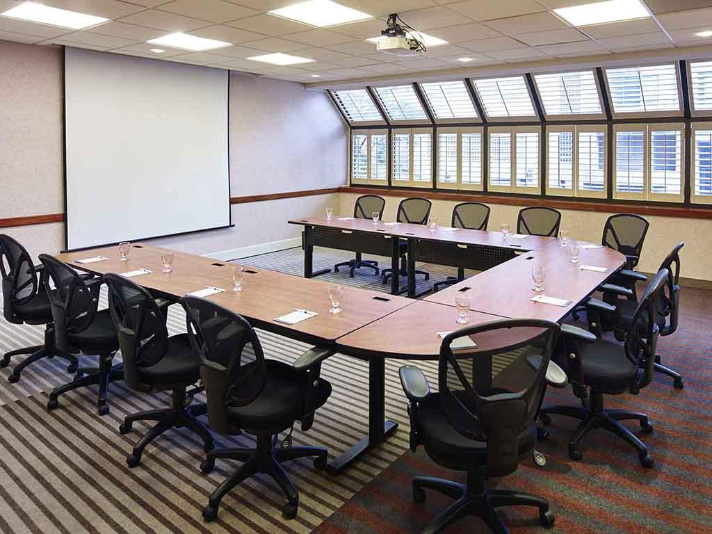Novotel Toronto Mississauga Centre Meeting Room