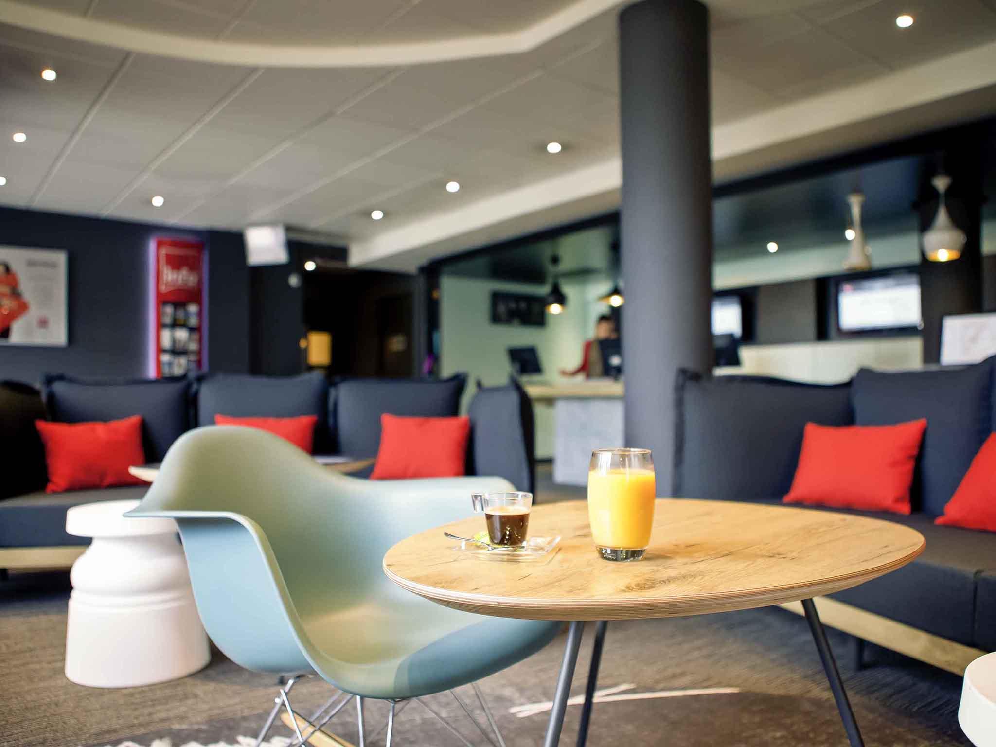 hotel di ibis lyon bron eurexpo ibis lyon bron eurexpo. Black Bedroom Furniture Sets. Home Design Ideas