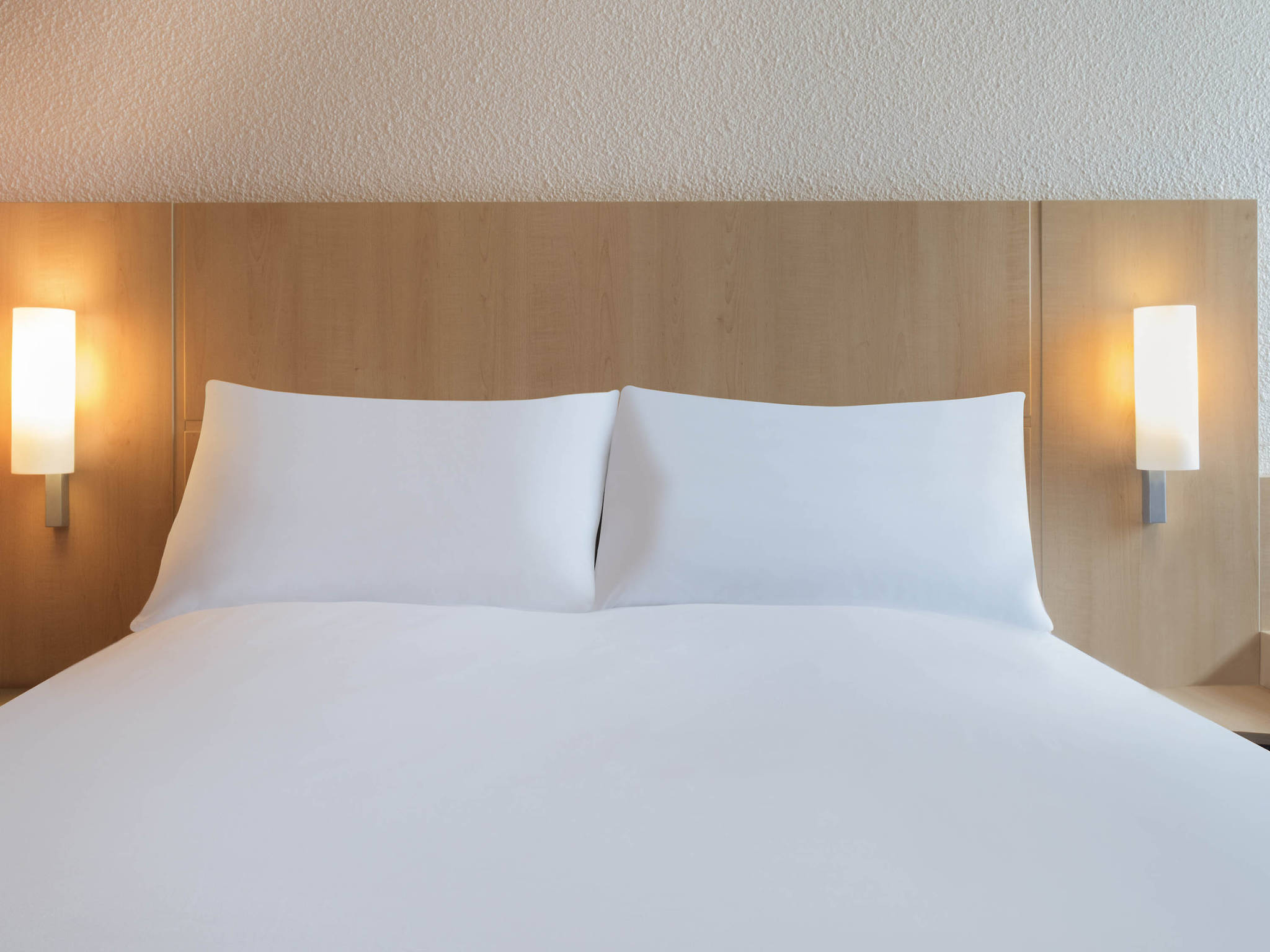 Hotel in nantes ibis nantes centre gare south rooms ibis nantes centre gare south solutioingenieria Choice Image