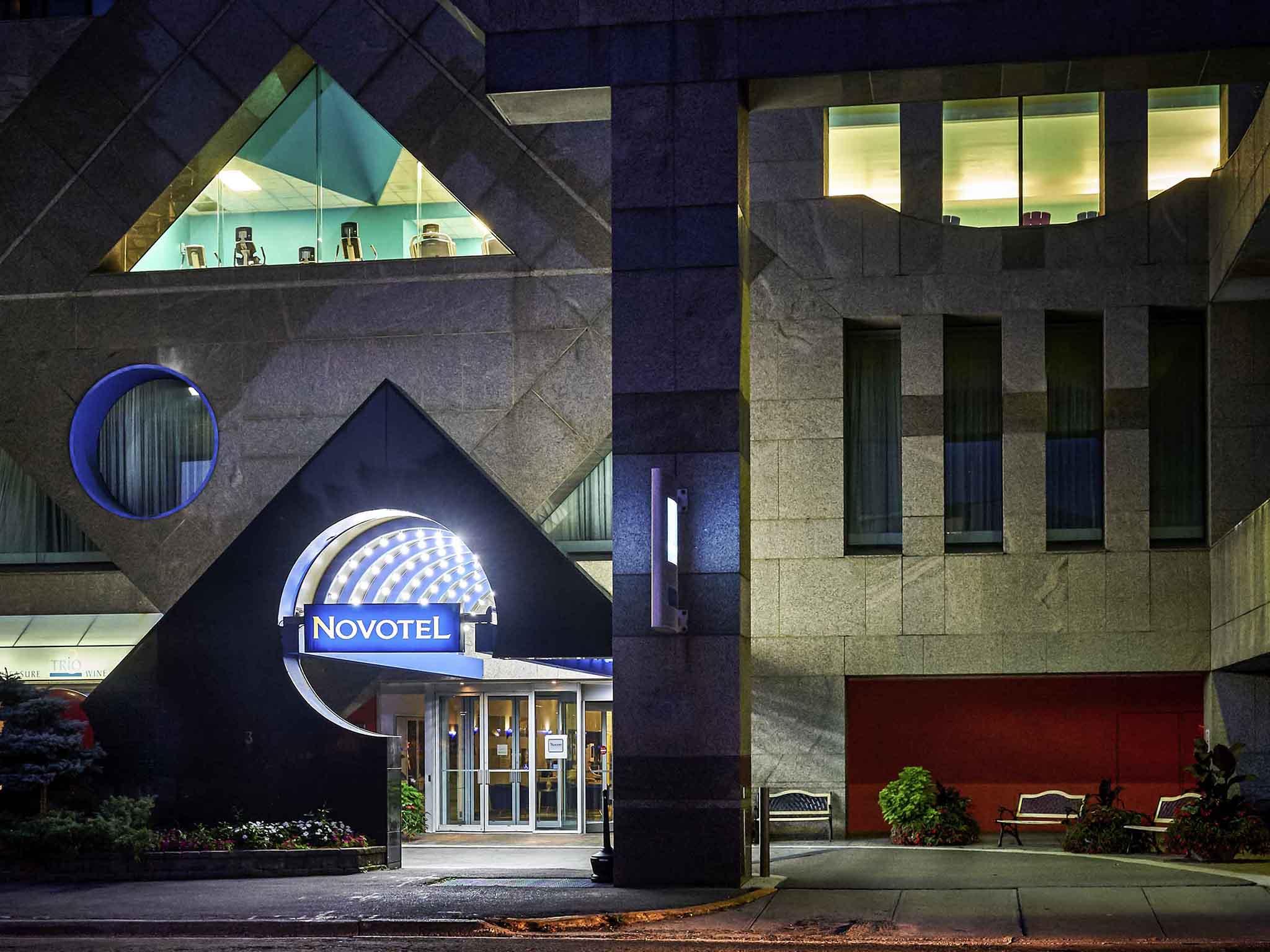 โรงแรม – Novotel Toronto North York