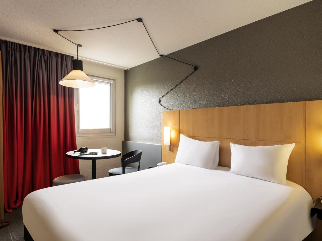 Hotel pas cher cergy pontoise ibis cergy pontoise le port for Comparateurs hotels pas chers