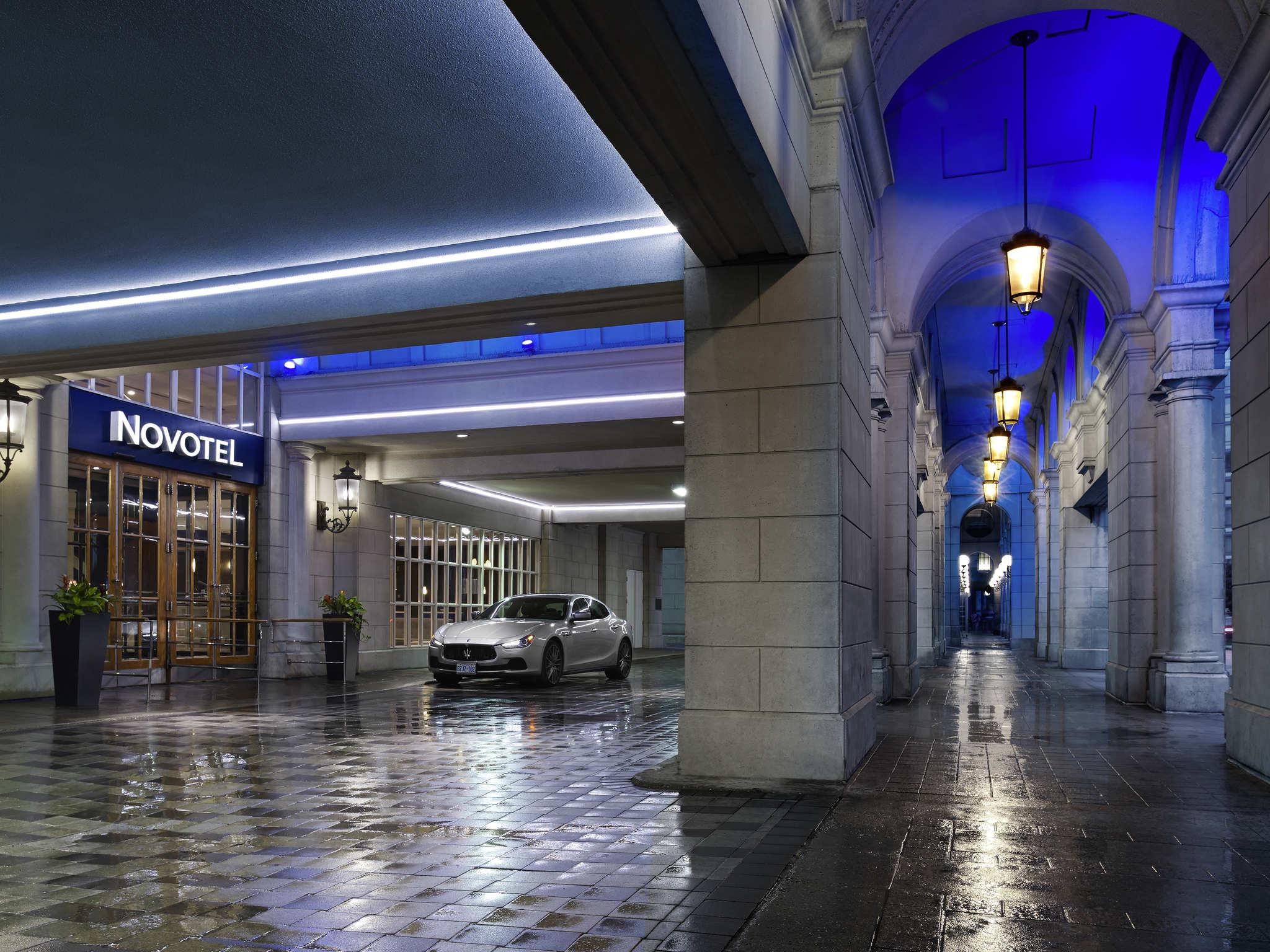 โรงแรม – Novotel Toronto Centre