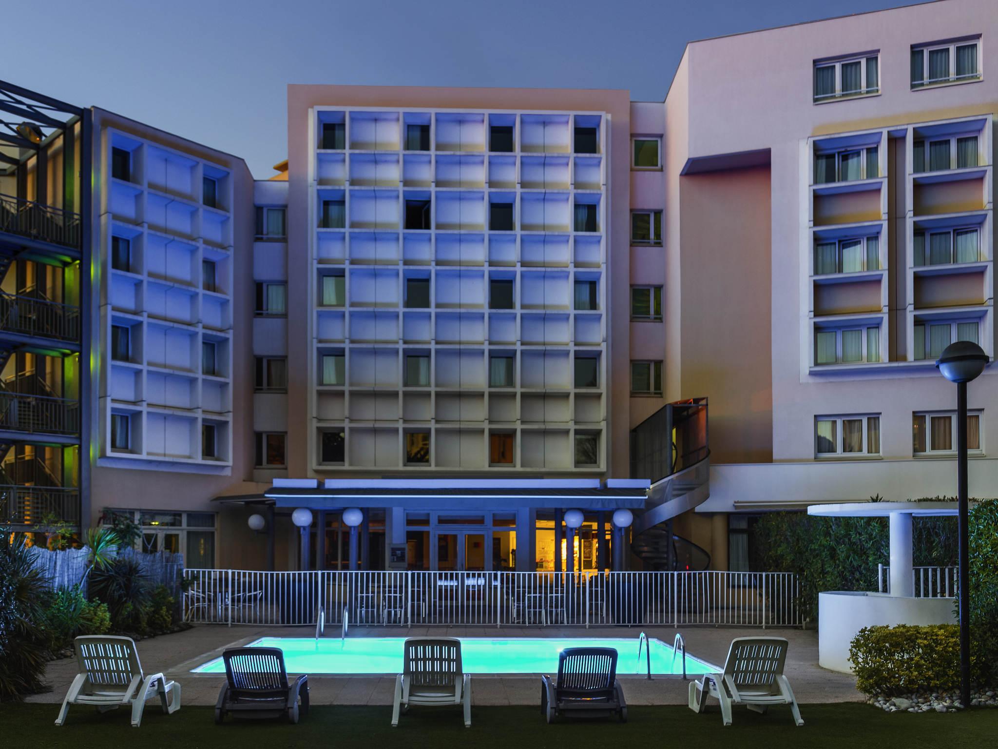 Отель — ibis Marseille Бонневейн Пляж Каланки