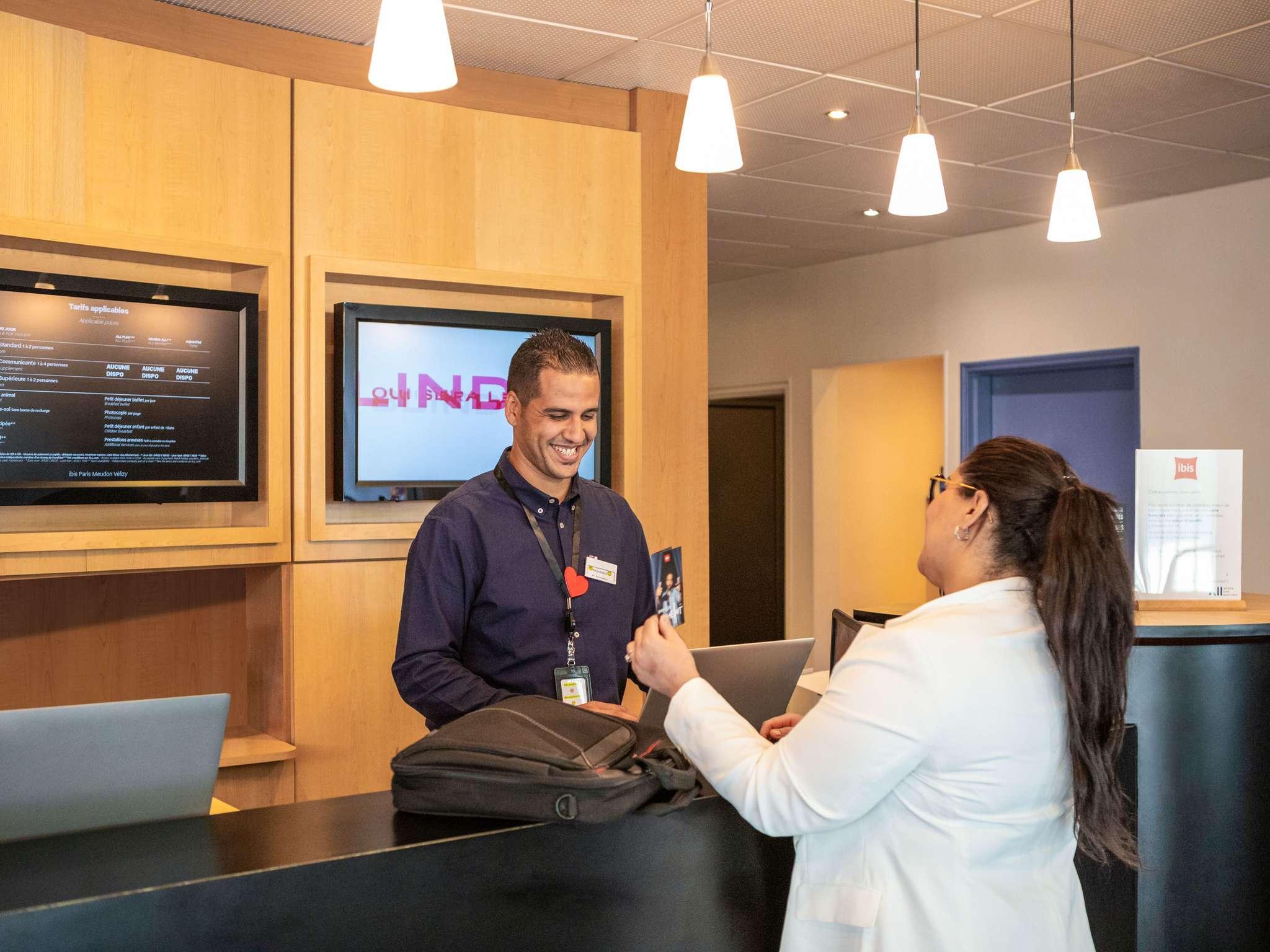 Hotel – ibis París Meudon Velizy