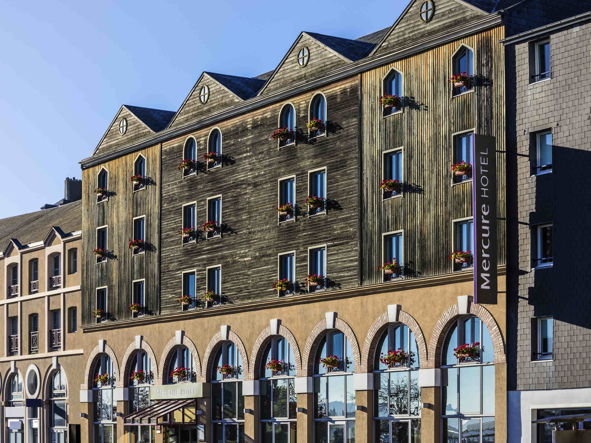 โรงแรม – Hôtel Mercure Honfleur