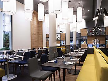 Restaurant caf and bar at the novotel ch teau de - Restaurant chateau de versailles ...