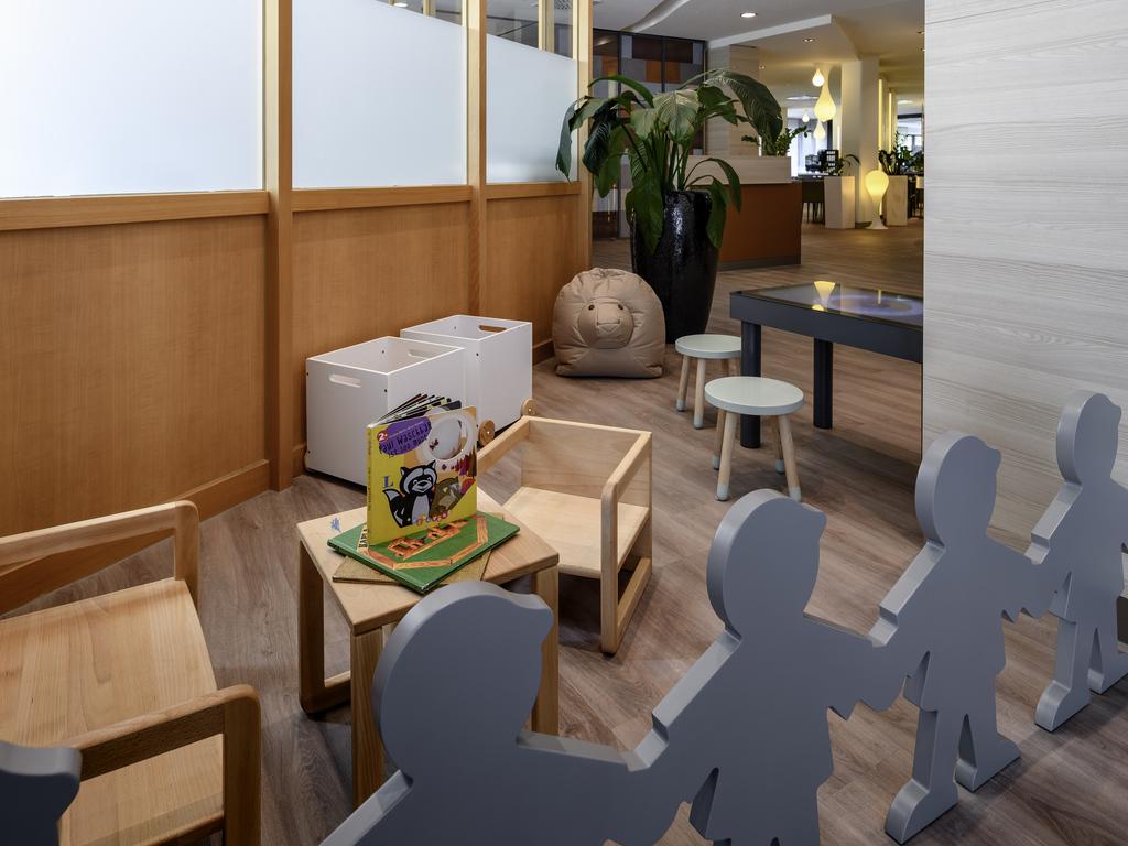 kleine zimmerrenovierung design weiss bettwasche, hotel novotel frankfurt city. book your hotel now! sauna!, Innenarchitektur