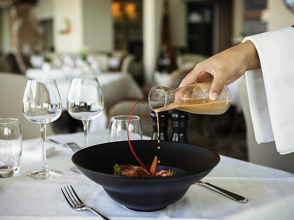 Cote ouest les sables d 39 olonne restaurants by accorhotels - Restaurant le port les sables d olonne ...