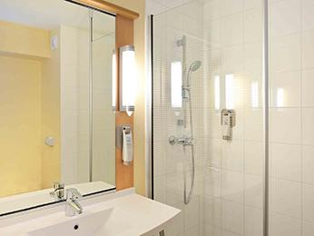 hotel pas cher marseille ibis marseille est la valentine. Black Bedroom Furniture Sets. Home Design Ideas