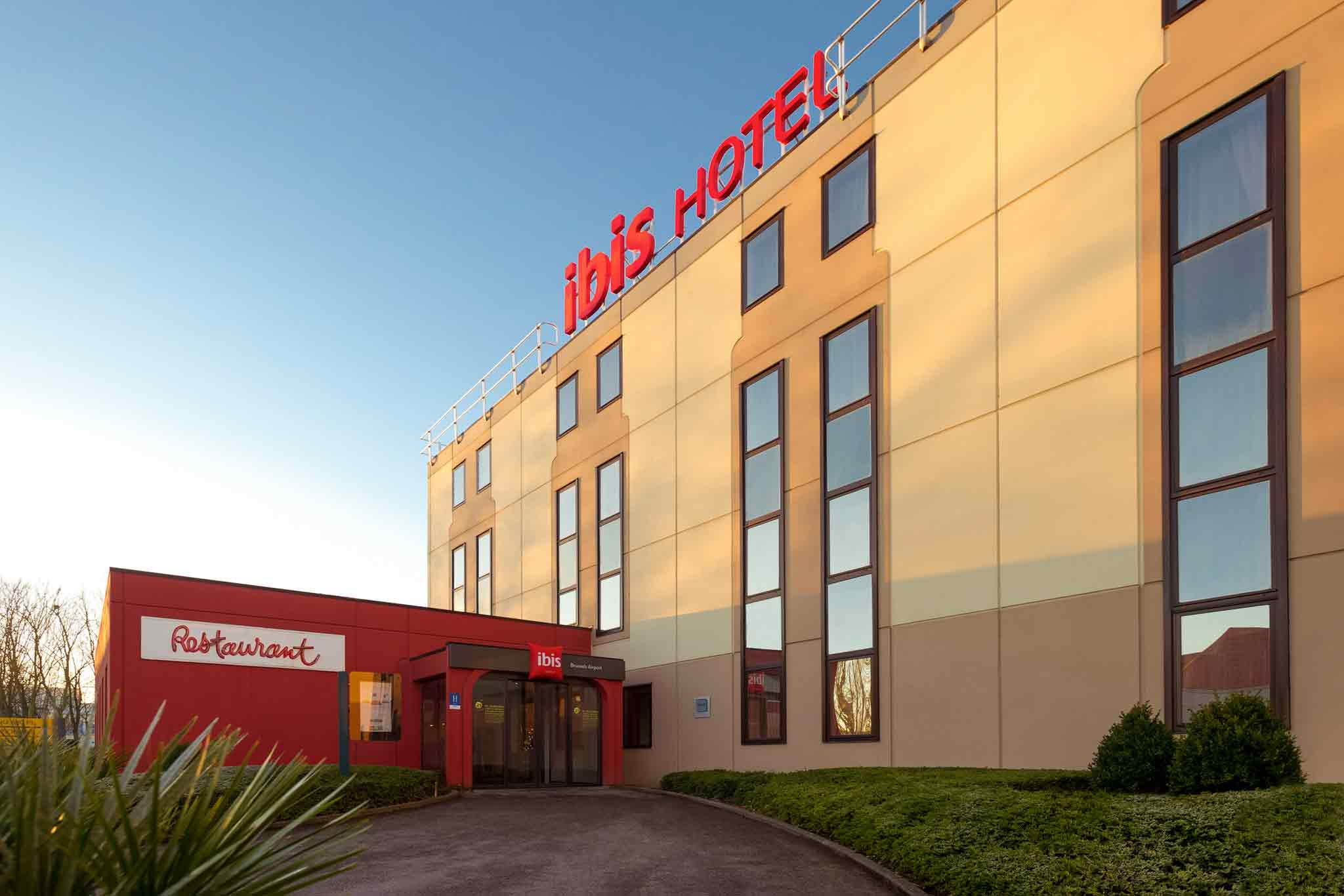 Hotell – ibis Brussels Airport