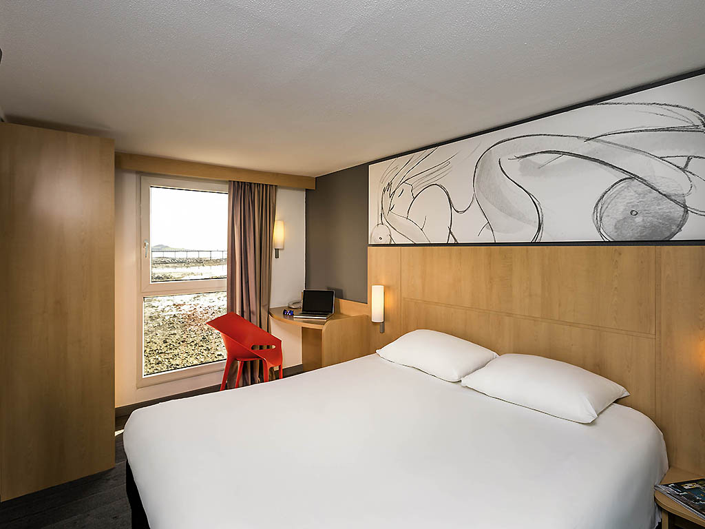 hotel in roscoff ibis roscoff bord de mer. Black Bedroom Furniture Sets. Home Design Ideas
