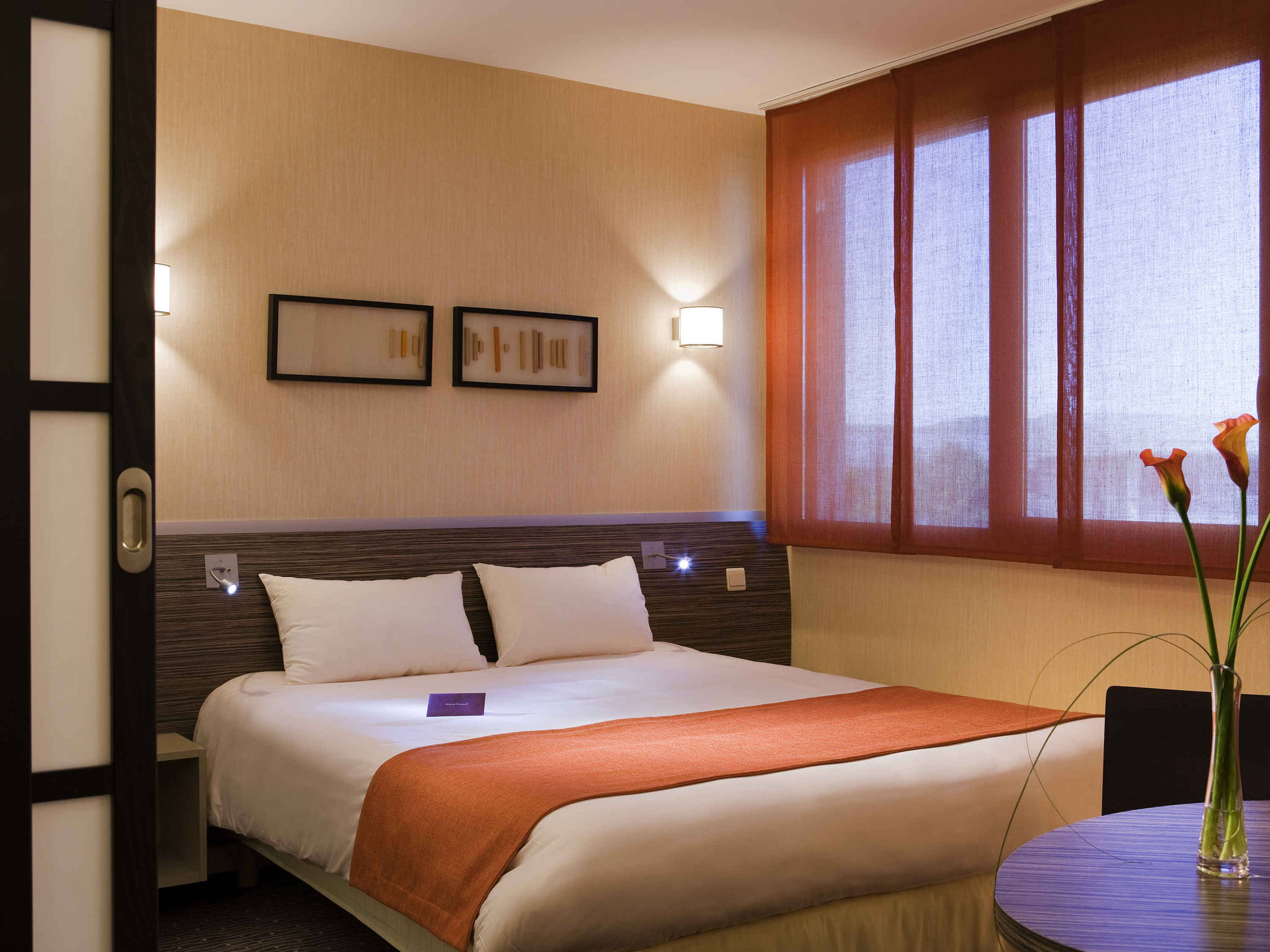 hotel in villefontaine mercure lyon l 39 isle d 39 abeau hotel. Black Bedroom Furniture Sets. Home Design Ideas