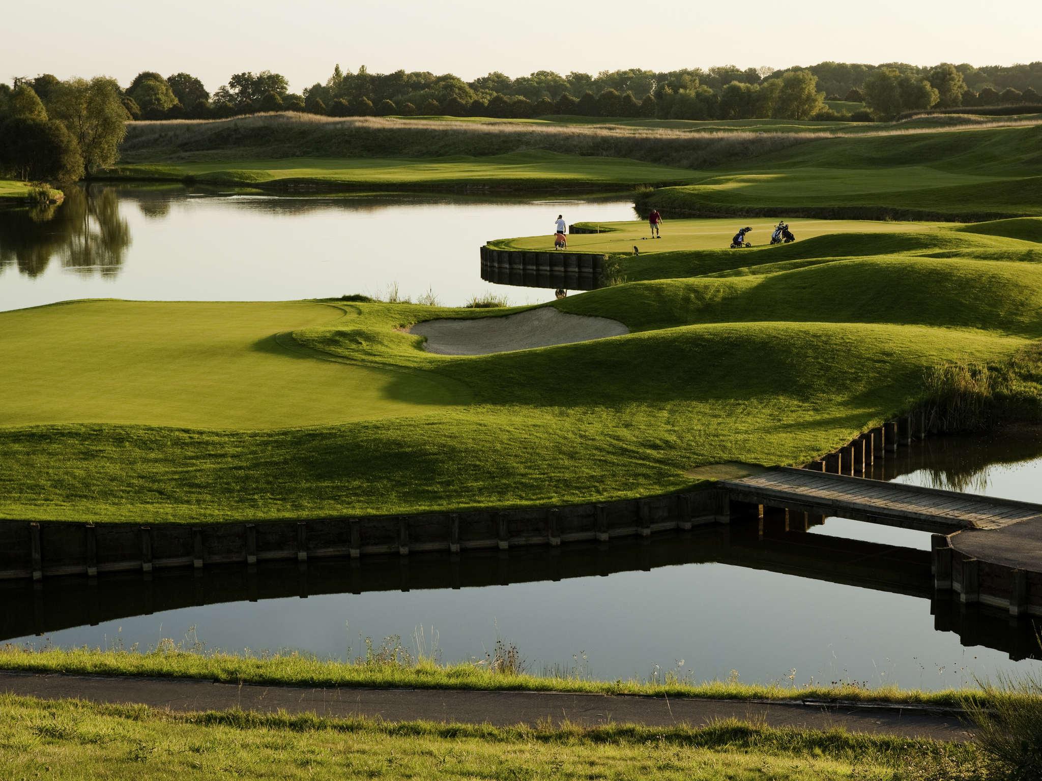 호텔 – Novotel Saint-Quentin Golf National