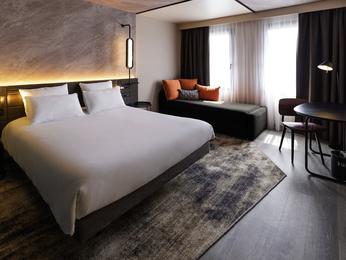 诺富特苏雷斯尼隆尚酒店