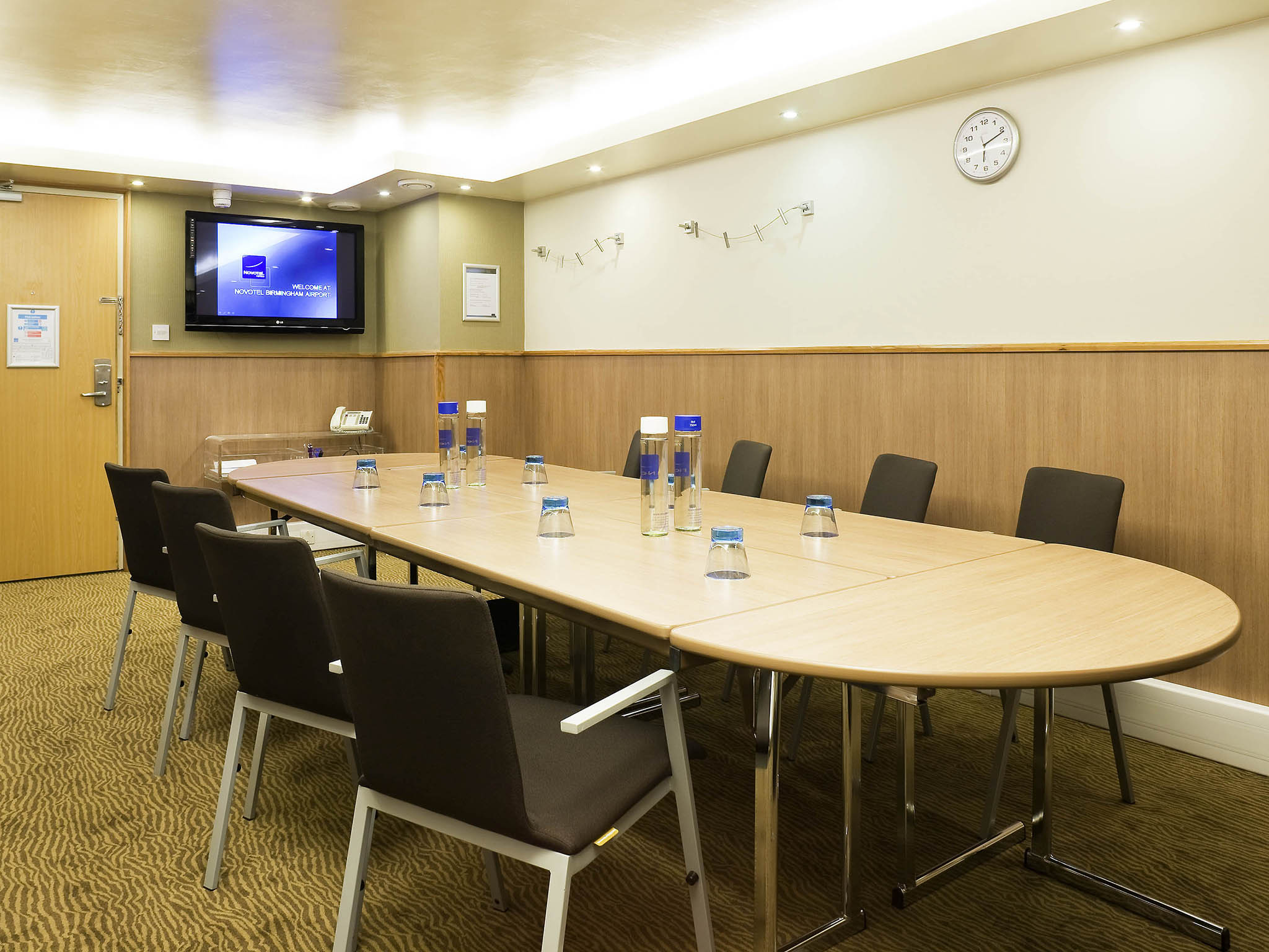 Novotel birmingham airport relaxing hotel inbirmingham meetings and events novotel birmingham airport kristyandbryce Choice Image